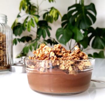 Pinda-kaneelgranola met cacaonibs